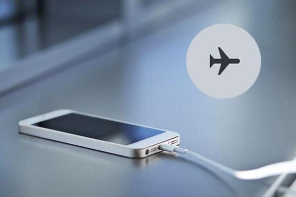 قرار دادن گوشی در حالت پرواز به کمتر شدن مدت زمان شارژ کمک می کند؟