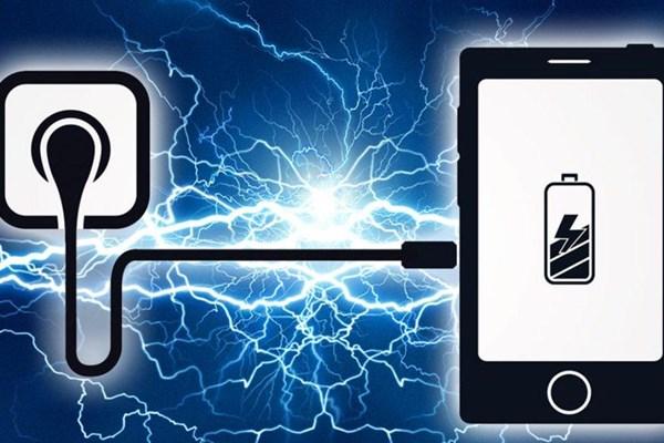 چرا نباید گوشی موبایل خود را در طول شب به شارژ وصل کنیم